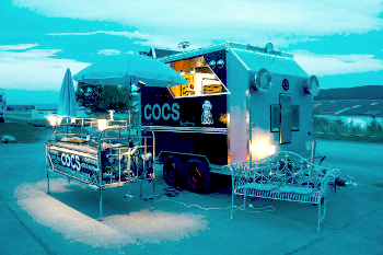 Food Trailer in der Nacht Foto